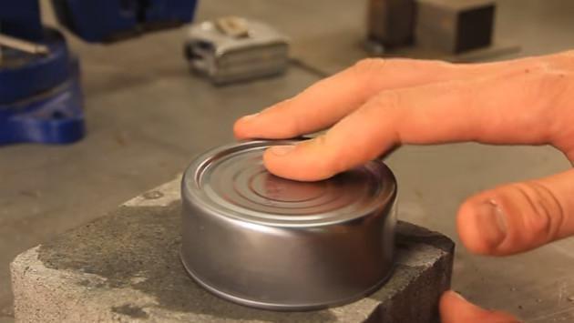 ¡Con este truco podrás abrir una lata... sin usar un abrelatas! [VIDEO]