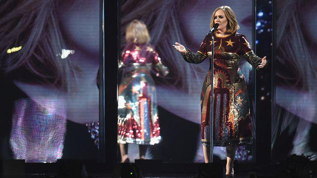 ¡Adele conoció a su doble durante concierto! [FOTO]
