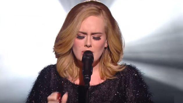 Adele continúa con increíbles presentaciones de 'Hello' [VIDEO]