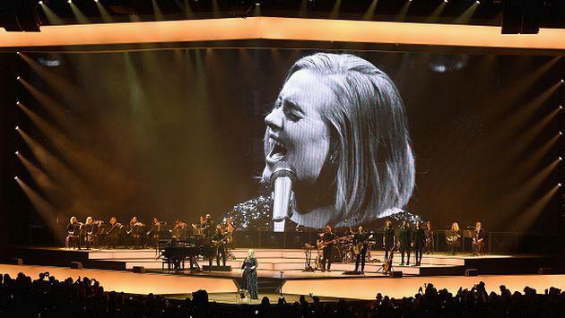 Comparan el bochornoso incidente de Mariah Carey con actuación de Adele en concierto [VIDEO]