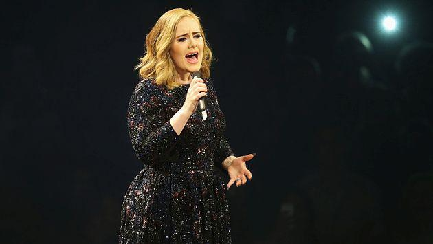 ¡Adele pasó el susto de su vida durante concierto que tuvo que interrumpirlo!