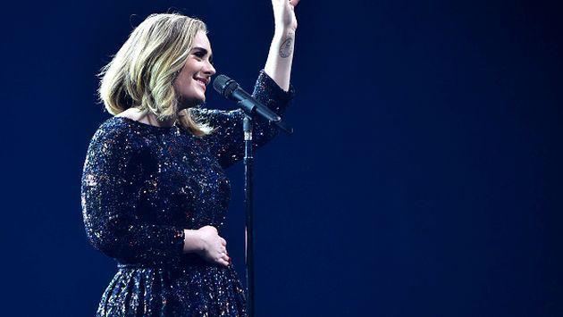¡Adele ofreció su vientre a una pareja homosexual!