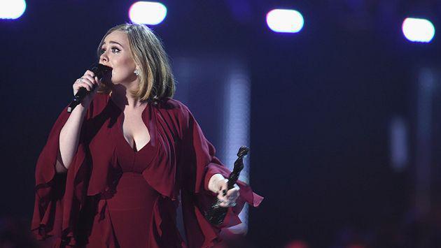 Error técnico durante concierto de Adele se transformó en gran gesto de sus fans [VIDEO]