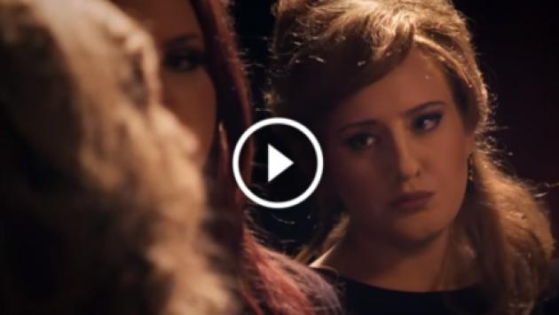 ¡Adele se hizo pasar por su imitadora y engañó a sus seguidoras! [VIDEO]