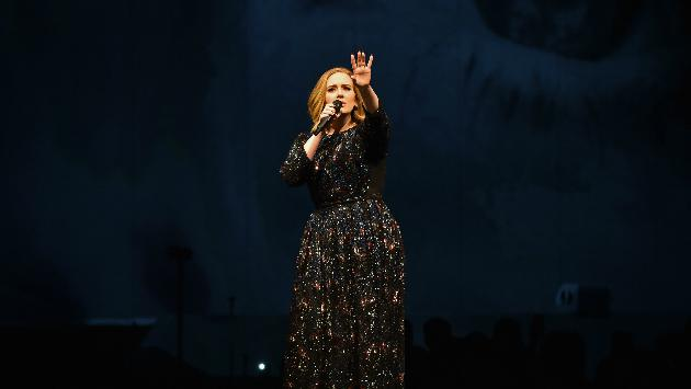 ¡Adele hizo algo asombroso en su último concierto! [VIDEO]