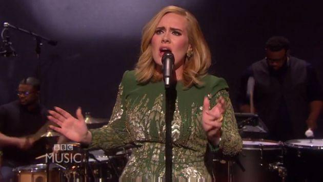 ¡Adele cantó 'Hello' en vivo por primera vez! Chécalo [VIDEO]