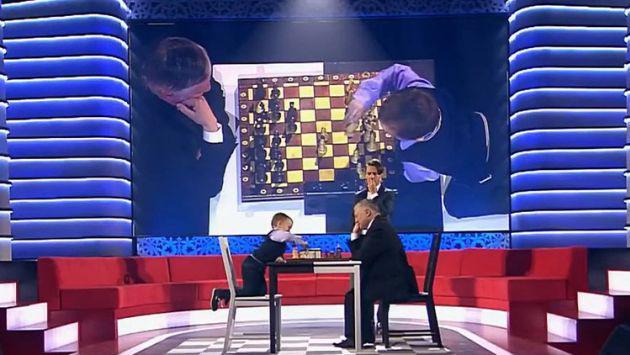 Niño de 3 años pierde juego de ajedrez contra experto y así reacciona [VIDEO]