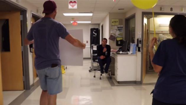 ¡Joven donó riñón a su amigo y este reaccionó así! [VIDEO]