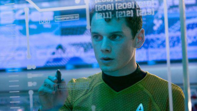 Vinculan extraña muerte de 'Chekov' de 'Star Trek' con falla de fábrica de su auto