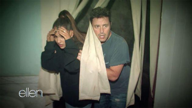 Ariana Grande pasó una espeluznante noche en 'casa embrujada' así [VIDEO]