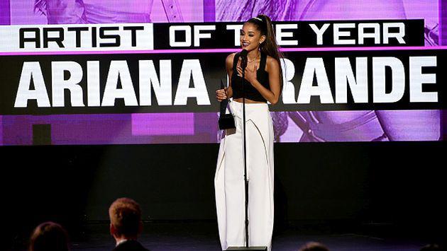 Ariana Grande le dedicó este sentido mensaje a sus fans en los AMAs [VIDEO]