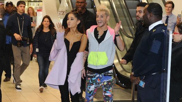¿El hermano de Ariana Grande sale con actor de cine para adultos?