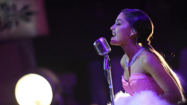 ¿Se casará? Ariana Grande llevaba un brilloso anillo en 'One Love Manchester' [FOTO]