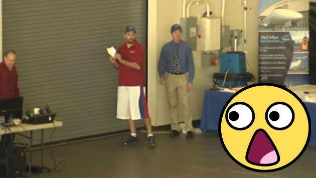 ¿Un avión de papel capaz de volar 60 metros? ¡Aquí la respuesta! [VIDEOS]
