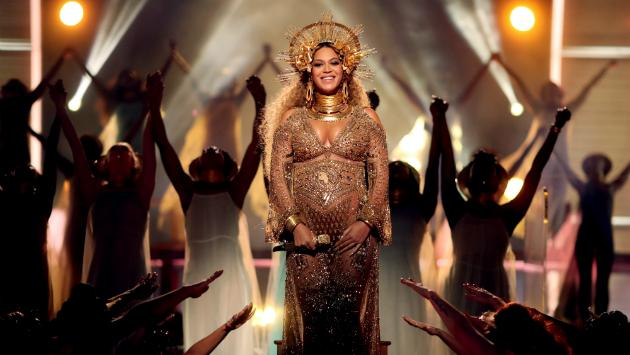 Los bebés de Beyoncé deben quedarse una semana más en el hospital