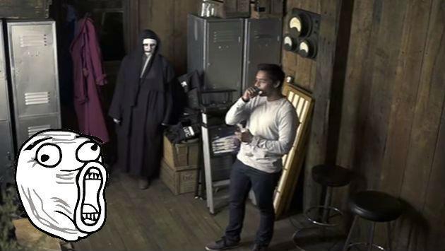 ¡Lo quisieron asustar con broma de 'El Conjuro', pero sorprendió con su reacción! [VIDEO]