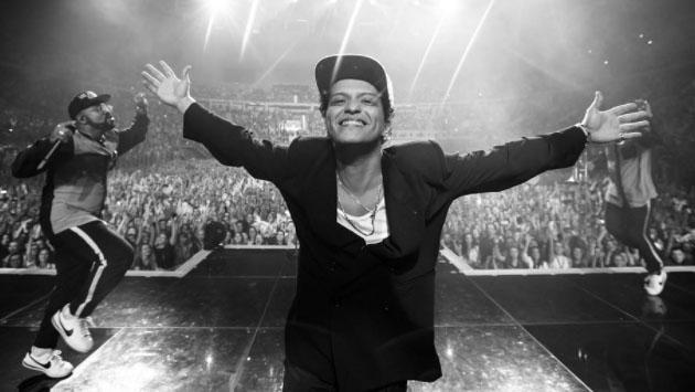 Bruno Mars nos presenta a su 'hijo'