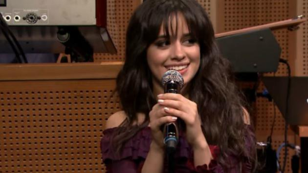 Camila Cabello canta #SummerSongs on 'The Tonight Show' con Jimmy Fallon