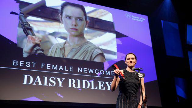 Daisy Ridley tapó su cabeza con la funda de una almohada para ocultar ESTE detalle de Star Wars
