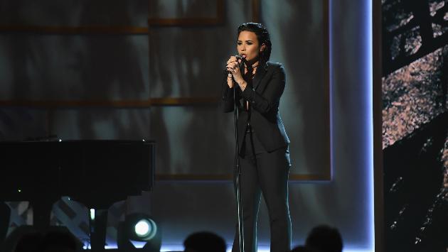 ¡Demi Lovato hizo conmovedora interpretación de 'Stone Cold'! [VIDEO]