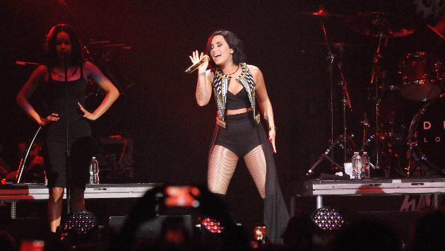 ¡Así fue la presentación de Demi Lovato para el show de Victoria's Secret! [VIDEOS]
