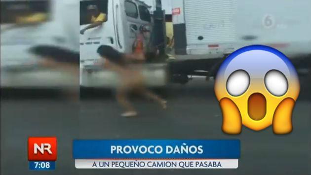 ¡Mujer corrió desnuda en medio del tráfico por este motivo! [VIDEO]