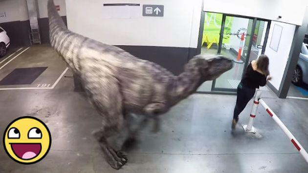 OMG! ¡'Dinosaurio' casi mata del susto a estas personas! [VIDEO]