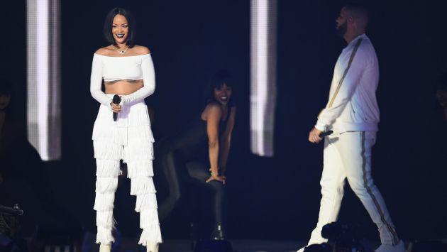 OMG! ¡Drake le robó un beso a Rihanna en pleno concierto! (VIDEO)