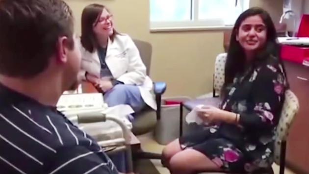 Ella recuperó la audición y su novio le sorprendió con esto [VIDEO]