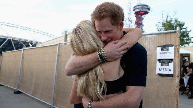 ¡Romance a la vista! Vieron a Ellie Goulding besándose... ¡Con el príncipe Harry!