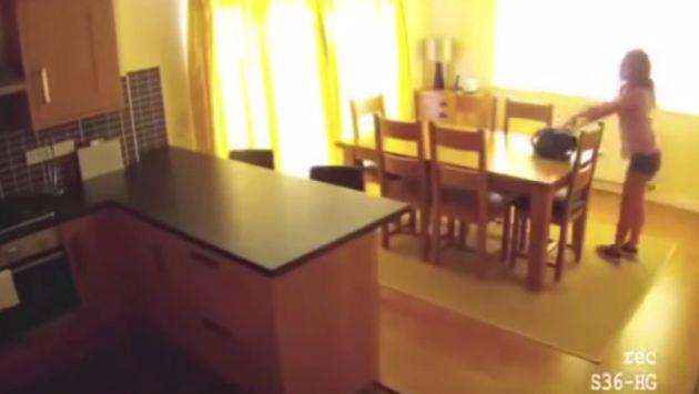 ¡Pensó que tenía la casa sola! Mira lo que hace esta empleada doméstica cuando sus jefes no están