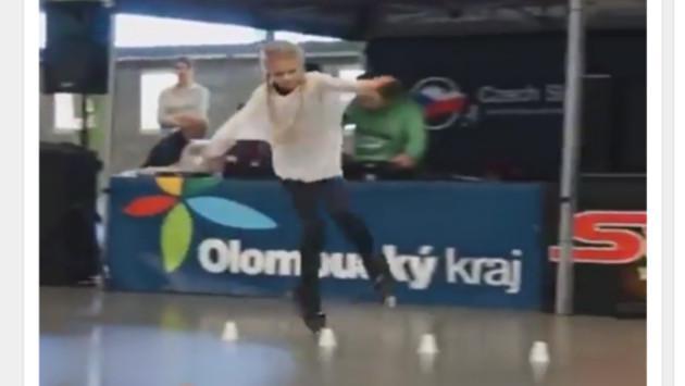 Esta adolescente sorprende en redes sociales por su particular forma de patinar [VIDEO]