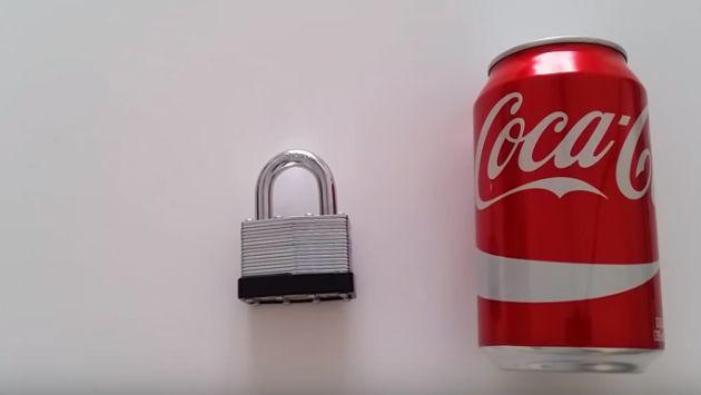 OMG! ¿Cómo abrir un candado con una lata de gaseosa? [VIDEO]
