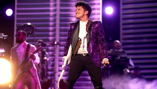 Grammy 2017: Bruno Mars realizó espectacular tributo a Prince [VIDEOS]