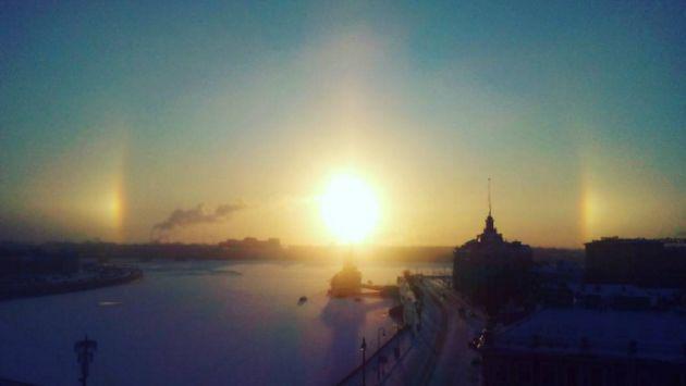 Este 'arcoíris invernal' adornó el cielo de Rusia