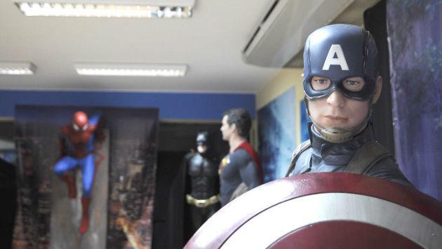 ¡Estatuas de héroes y villanos de películas en exhibición en Surco! Asuuuuuuuuuuu