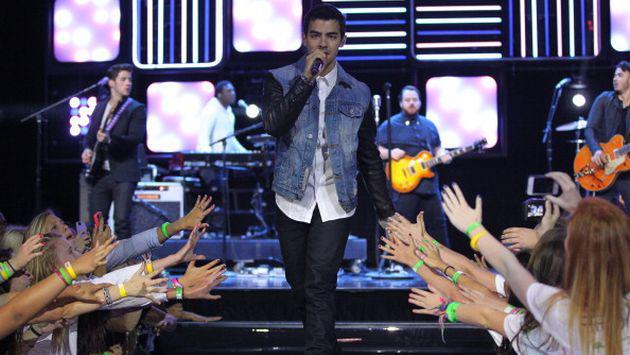 OMG! ¿Los Jonas Brothers se reunieron para dar presentación?