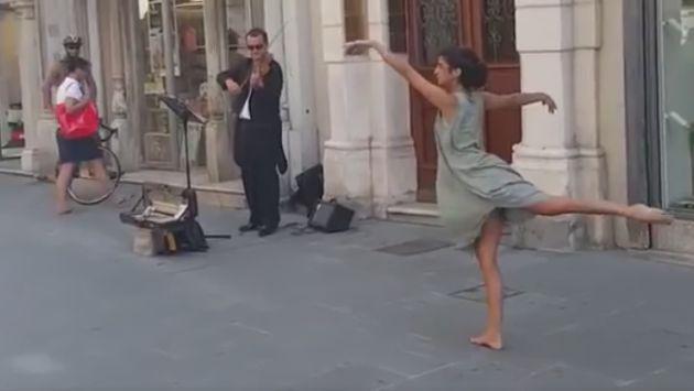 Joven baila en la calle y sorprende a transeúntes [VIDEO]
