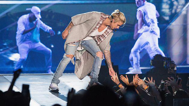 Fans pagaron US$2,000 para conocer a Justin Bieber y terminaron con una imagen de cartón