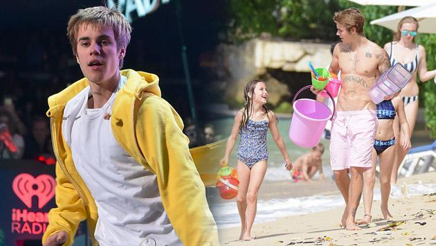 Justin Bieber hace castillos de arena junto a su pequeña hermana [FOTOS]