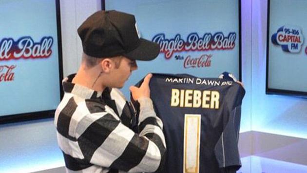 Muchos hinchas del fútbol quisieran abollar a Justin Bieber por esto