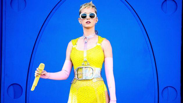 Katy Perry atrapó el ramo de flores en una boda y tuvo esta divertida reacción