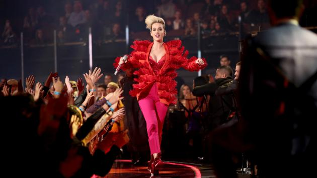 Katy Perry y sus ingeniosos diseños de zapatos [FOTOS]