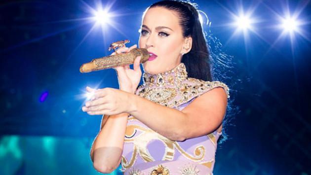 Katy Perry se 'disfrazó' para ir al cine en Argentina ¡No pasó desapercibida!