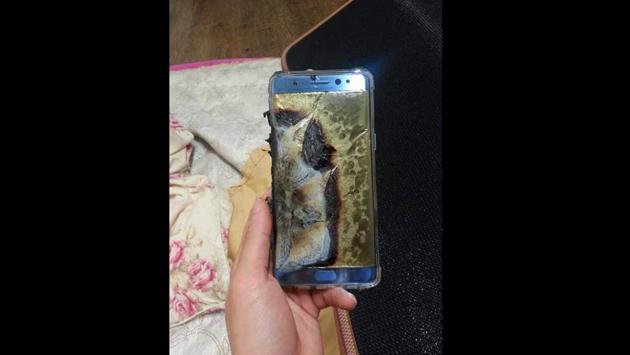 ¡El mundo entró en alerta por este smartphone que se quema cuando es conectado para recargar!