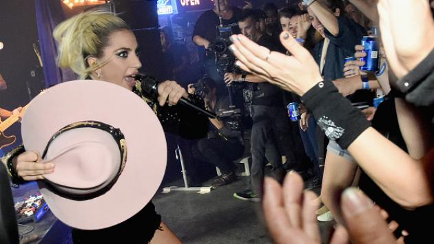 ¡Ponte a bailar con la nueva canción de Lady Gaga, 'A-YO'! [AUDIO]