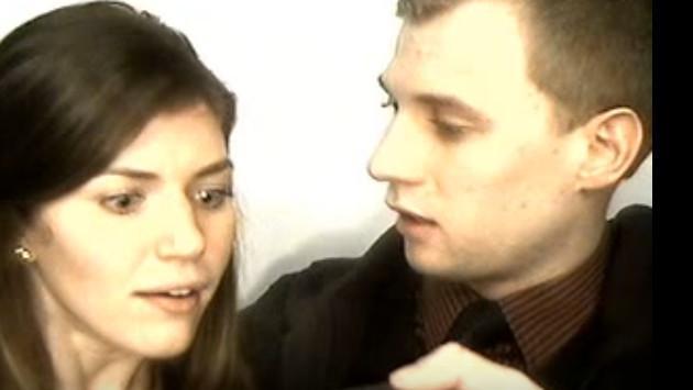 Le pidió matrimonio en un lugar bastante pequeño y peculiar [VIDEO]