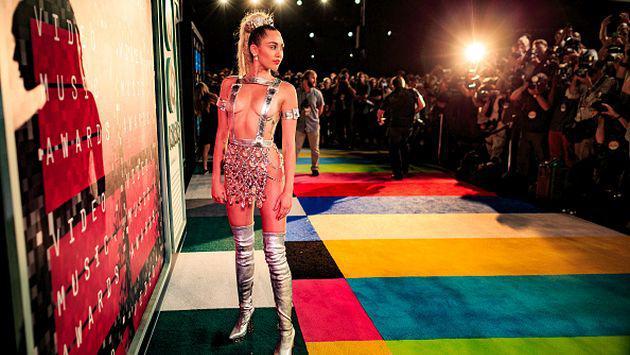 ¡Esta es la razón por la que Miley Cyrus usa poca ropa en los eventos!