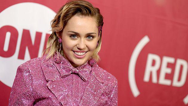 ¿Miley Cyrus sufrió un ataque de timidez? [FOTO]