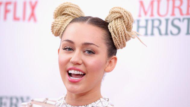 OMG! ¡Miley Cyrus nos dejó ver su anillo de compromiso con Liam Hemsworth! (FOTO)